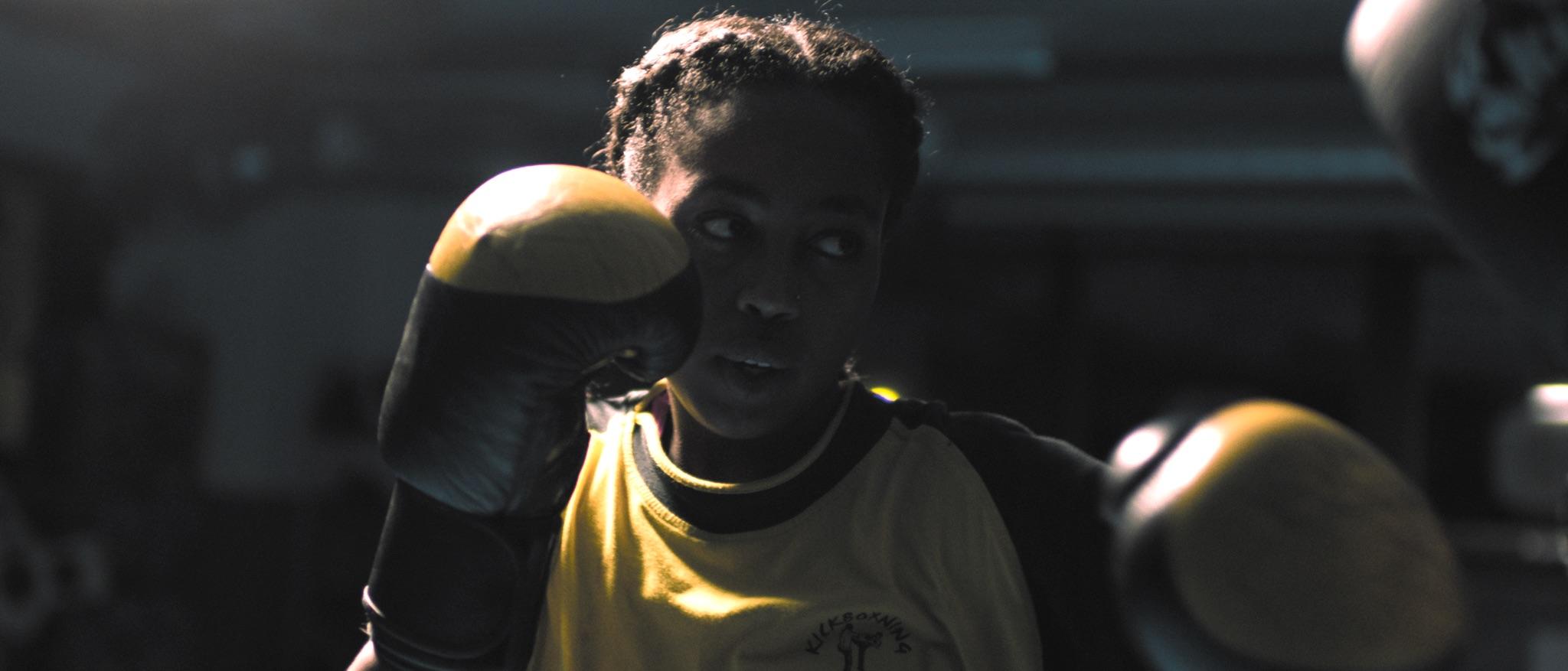 Samira tränar boxning